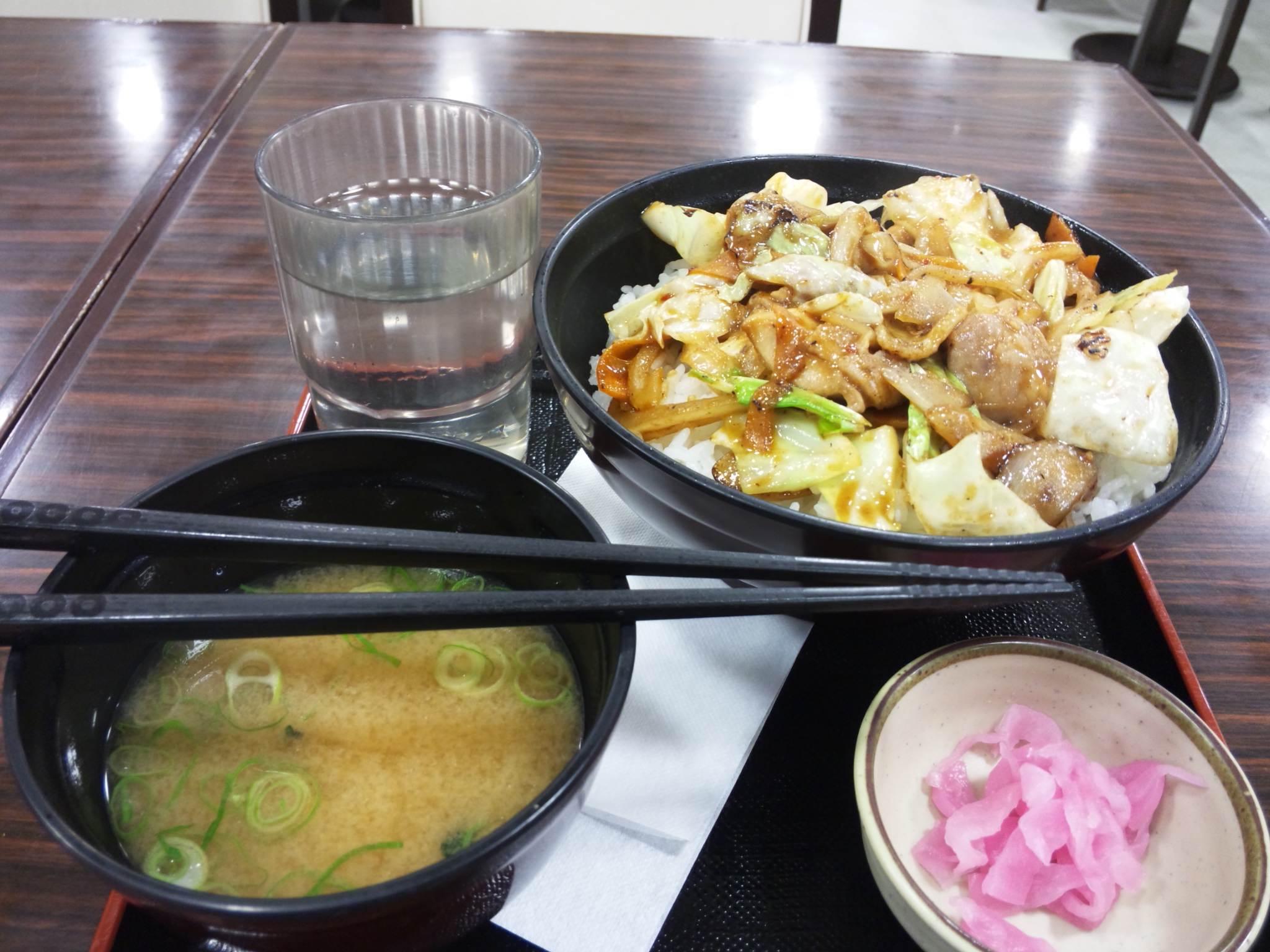 鶏の辛味噌丼